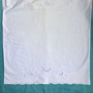 💕3/$20 Set of 2 vintage embroidered pillowcases